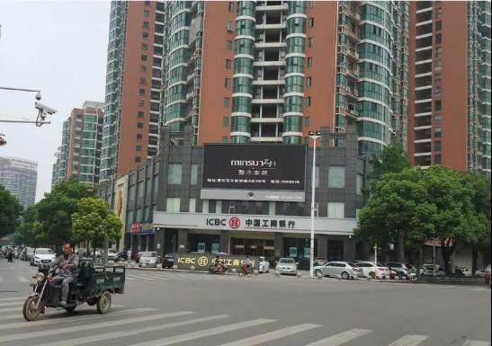 黄石湖滨路与华新路丁字路口LED大屏